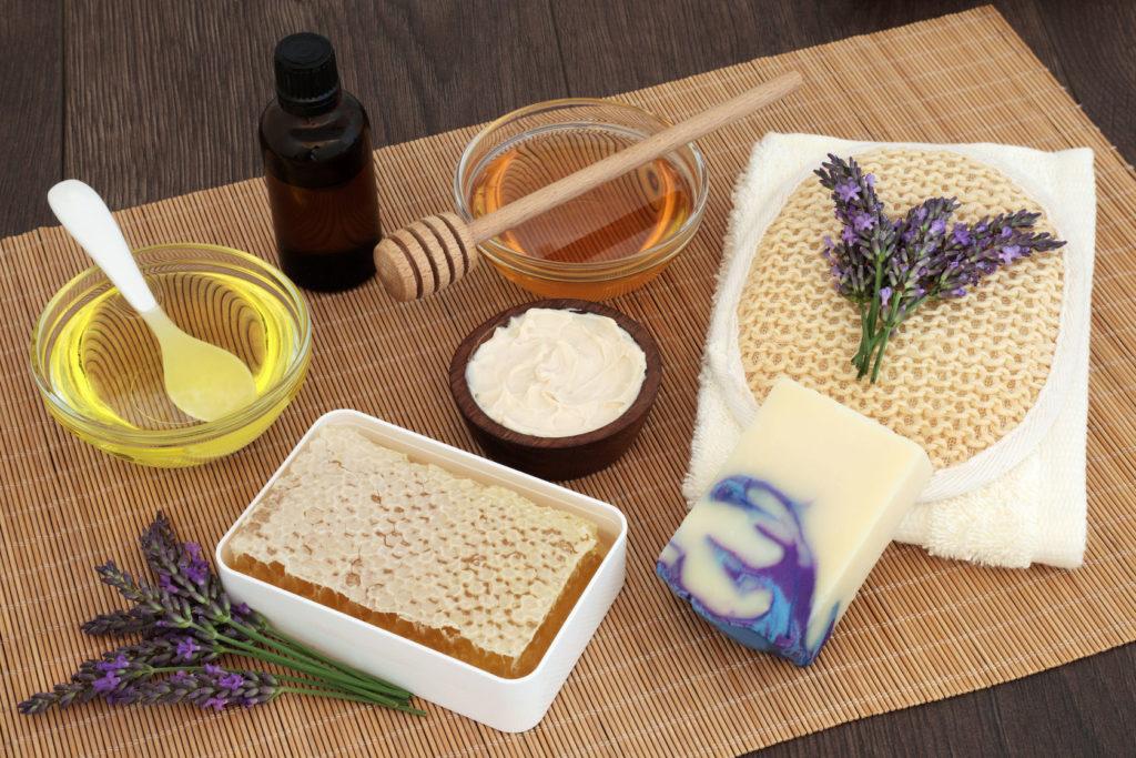 Чашечка лавандового мёда, мыло, соты с мёдом