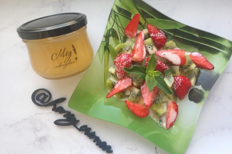 Фруктовый салат с мятой и мёдом